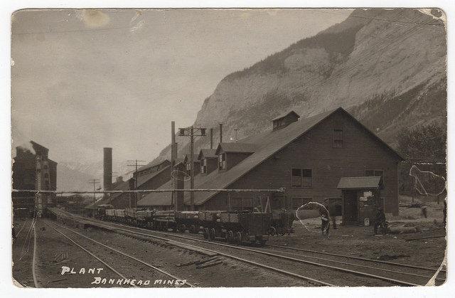 Coal plant at Bankhead Alberta – Author: jasonwoodhead23 – CC BY 2.0