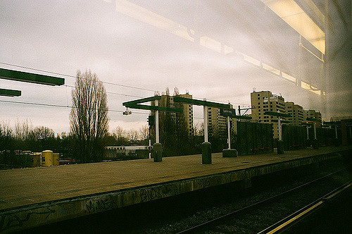 The Bijlmerbajes as seen from the nearby Amsterdam Railway Station/ Author: Bart – CC BY 2.0