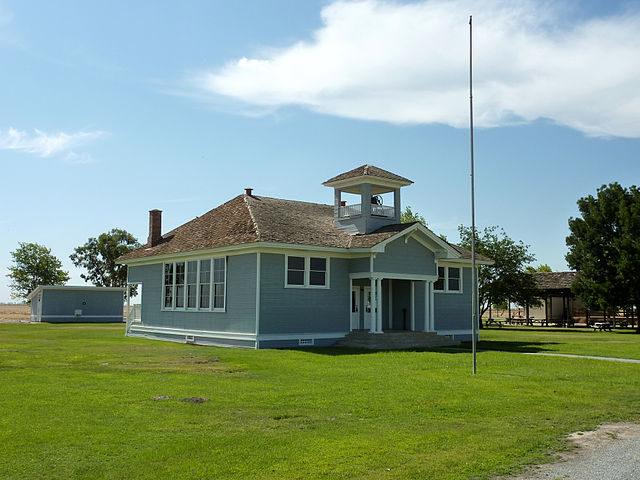 Allensworth Elementary School – Author: Bobak Ha'Eri – CC BY 3.0