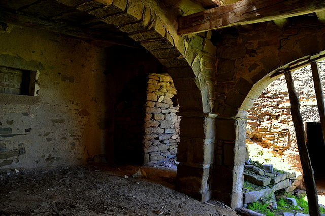 Interior of a house. Author: Angela Llop – CC BY-SA 2.0