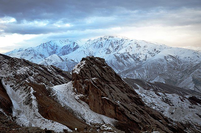 The ruins on the top of the mountain. Author: Alireza Javaheri – CC BY 3.0