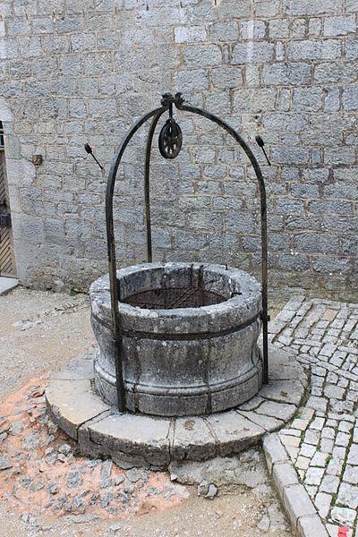 A deep well. Author: Christophe.FinotCC BY-SA 3.0