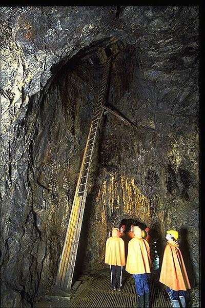 A group of tourists visiting the mine. Author:Bengt A Lundberg / RiksantikvarieämbetetCC BY 2.5