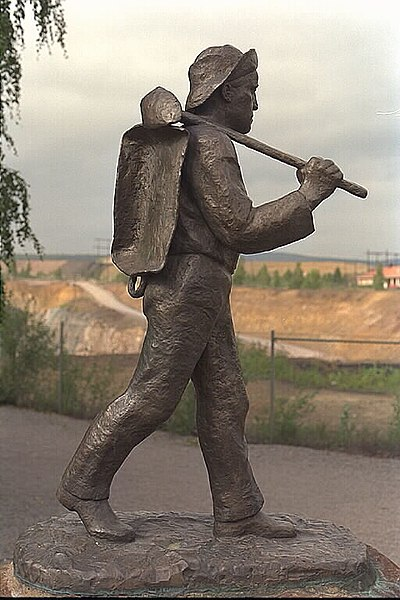 A statue of a miner. Author:Bengt A Lundberg / RiksantikvarieämbetetCC BY 2.5
