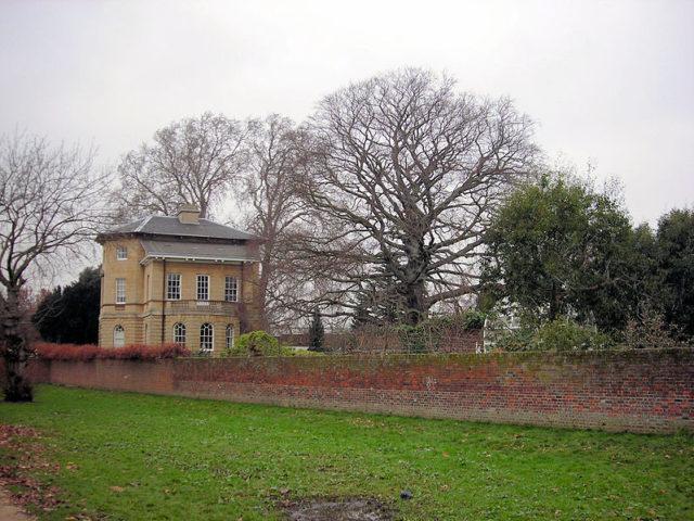 Asgill House alternative view. Author: Sue WallaceCC BY 2.0