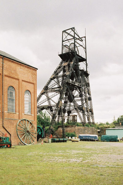 Astley Green Colliery Museum and the headframe/ Author:Alan Murray-Rust – CC BY-SA 2.0