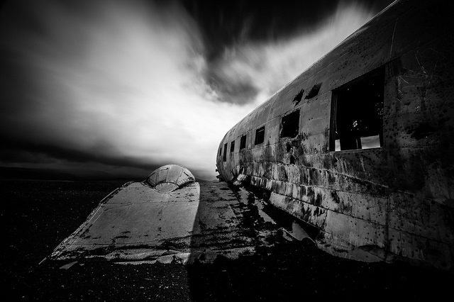 Black and white photo of DC-3. Author:Marco NürnbergerCC BY 2.0