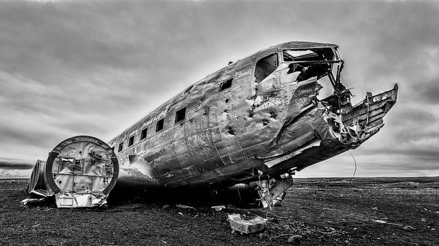 Black and white photo of DC-3 different angle. Author:Ron KroetzCC BY-ND 2.0)