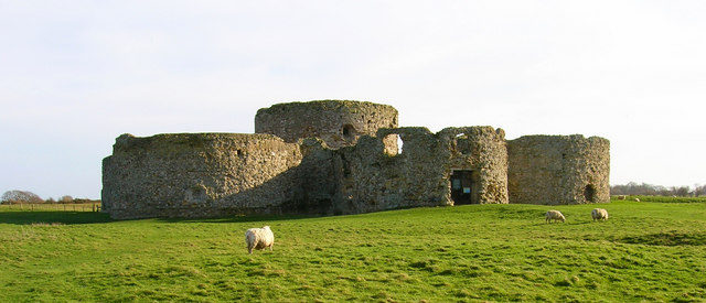 Camber Castle, seen from the north-west – Simon Carey – CC BY-SA 2.0