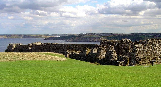 Castle Walls/ Scott Rimmer – CC BY-SA 2.0