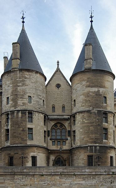 Closeup of the Conciergerie/ Author: King of Hearts – CC BY-SA 3.0