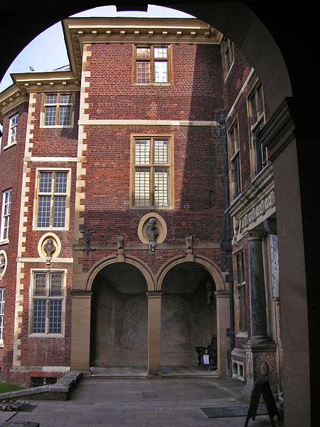 Detail of the facade. Author:AmandajmCC BY-SA 3.0