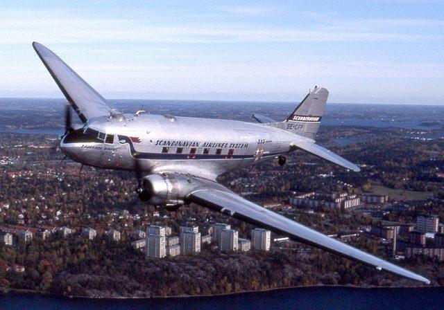 Douglas DC-3. Author:TowpilotCC BY-SA 3.0