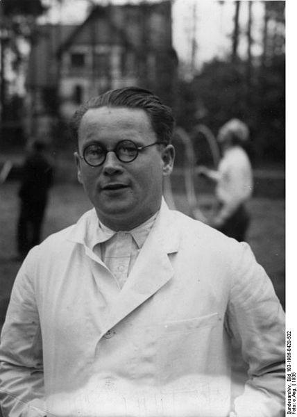 Dr Gebhardt. Author:Bundesarchiv, Bild 183-1986-0428-502CC BY-SA 3.0 de