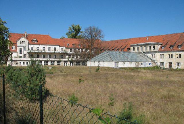 General view of the sanatorium. Author:Doris AntonyGFDL