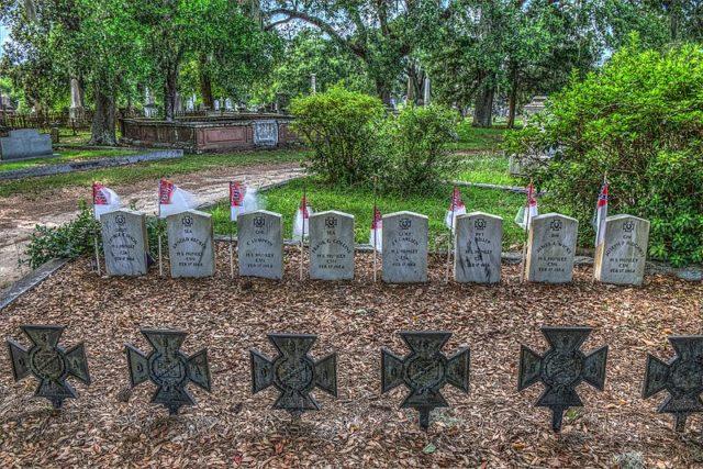 H.L. Hunleycrew gravesite. Author:David DuganCC BY-SA 3.0