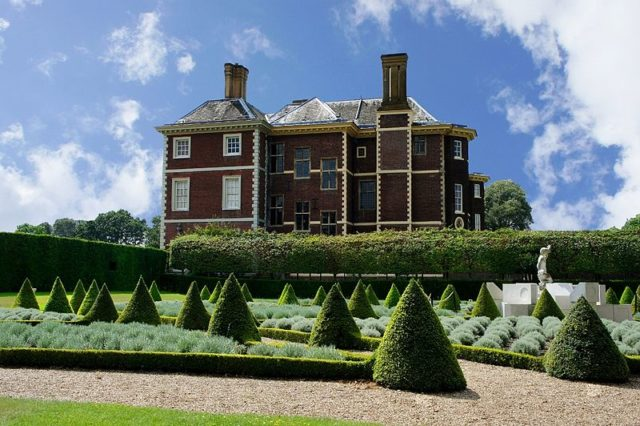 Ham house with its garden. Author:Maxwell HamiltonCC BY 2.0