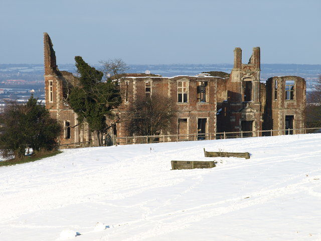 The ruins in snow Author: Dennis simpson – CC BY-SA 2.0