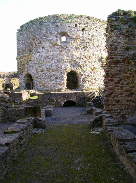Inner Tower, Camber Castle / This was the original tower built by Sir Edward Guildford in 1514 – Author: Simon Carey – CC BY-SA 2.0