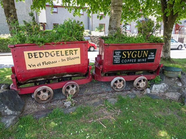 Ore wagons. Author:James PettsCC BY-SA 2.0