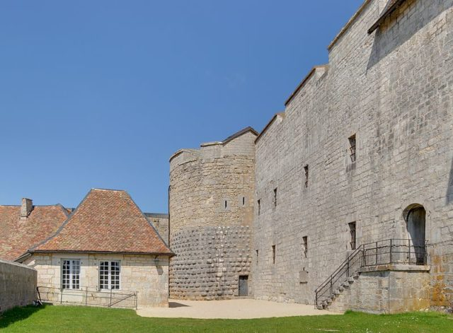Part of the courtyard. Author:Thomas BressonCC BY 3.0