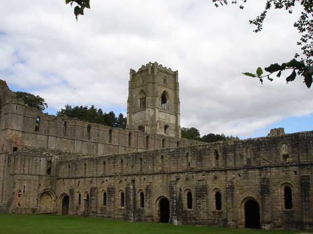 Part of the exterior of the abbey; alternative view. Author:LordHarris on English WikipediaPublic Domain