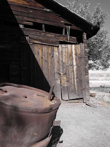 Some of the remaining wooden structures. Author:Slfarmer13CC BY-SA 3.0