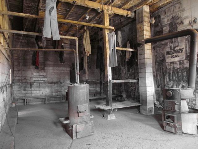 The coat room. Author:Slfarmer13CC BY-SA 3.0