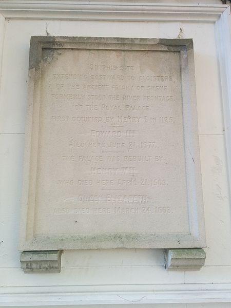 The commemorative plaque. Author:George TsiagalakisGFDL