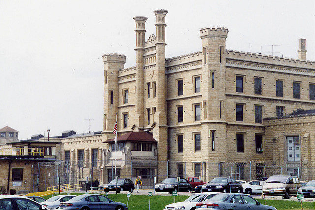The entrance to the prison. Author:Kai SchreiberCC BY-SA 2.0