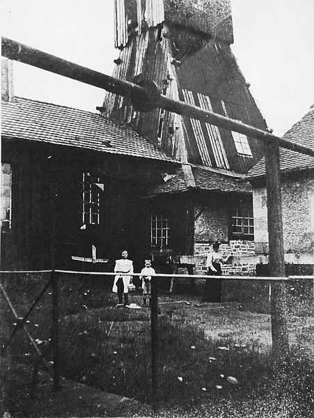 The headframe in 1900.
