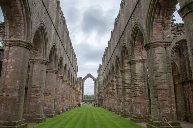 The interior of the abbey. Author:Mike Peel (www.mikepeel.net)CC BY-SA 4.0