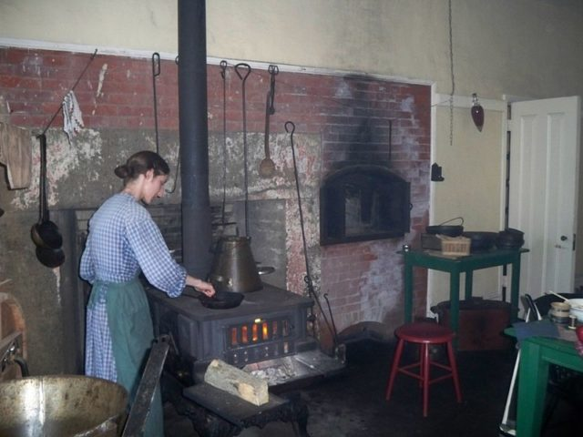 The kitchen in Fort Delaware/ Author:Mary Mark Ockerbloom – CC BY-SA 4.0