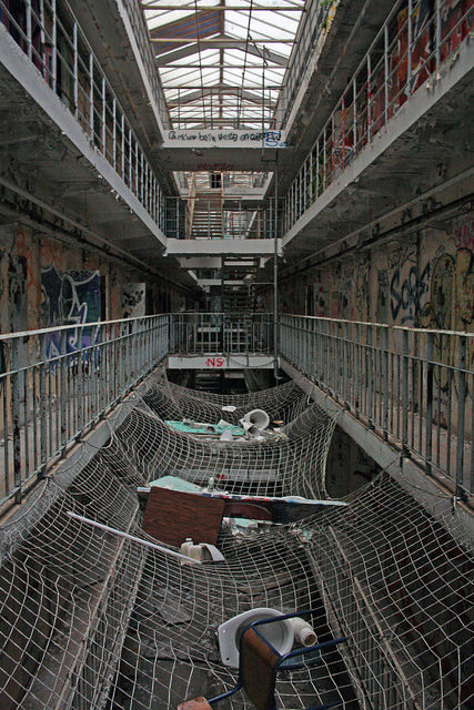 The prison cells and the safety net. Author:jolienvandegriendtCC BY-SA 2.0