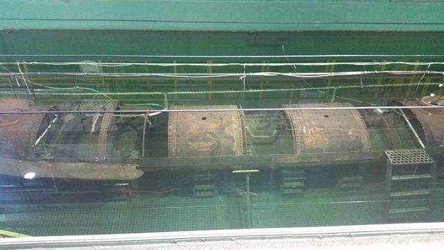 The submarine in a sodium hydroxide bath. Author:Pi3.124CC BY-SA 4.0