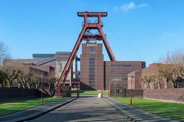 The winding tower of shaft 12. Author:AvdaCC BY-SA 3.0