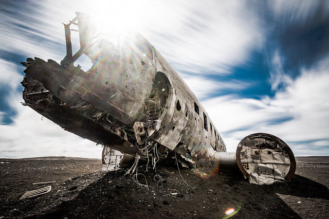 The wrecking and the sun at zenith. Author:Marco NürnbergerCC BY 2.0