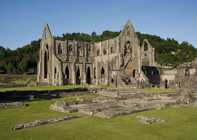 Tintern Abbey. Author:Saffron BlazeCC BY-SA 3.0