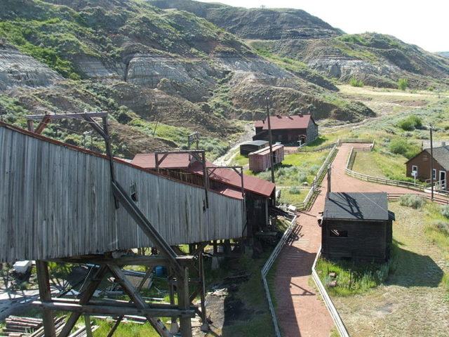Tipple and ore conveyor alternative view. Author:Lukester878CC BY-SA 3.0
