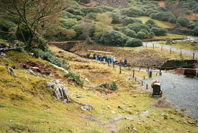 Tourists waiting to enter the mine. Author:Christine MatthewsCC BY-SA 2.0