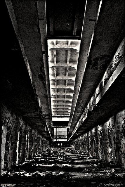 Prison corridor – Author: Alexander – CC BY 2.0