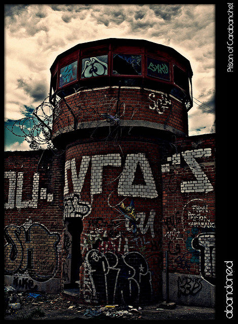 Graffiti guard tower – Author: Alexander – CC BY 2.0