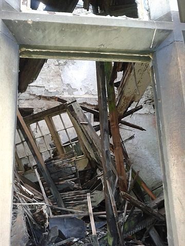 The current collapsed state of the mansion. Author: SHill31 – CC BY-SA 4.0