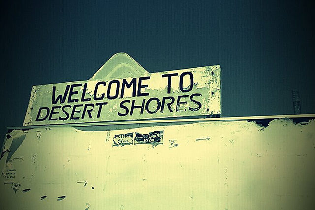 Abandoned Desert Shores resort – Author: shastared – CC BY 2.0