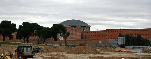 View of the Carabanchel prison from the Las Cruces park – Author: Mr. Tickle – CC BY 2.5