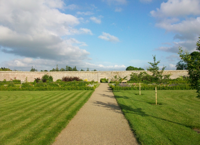 The Walled Gardens/ Author: Irlandahijo – CC BY-SA 3.0