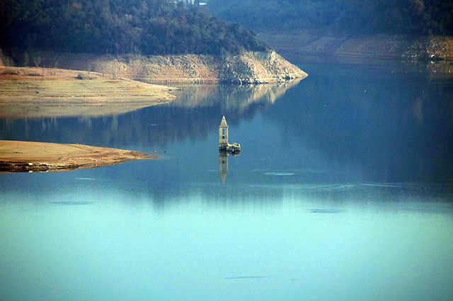 The valley was submerged in the 1960s/ Author: DagafeSQV – CC BY-SA 3.0
