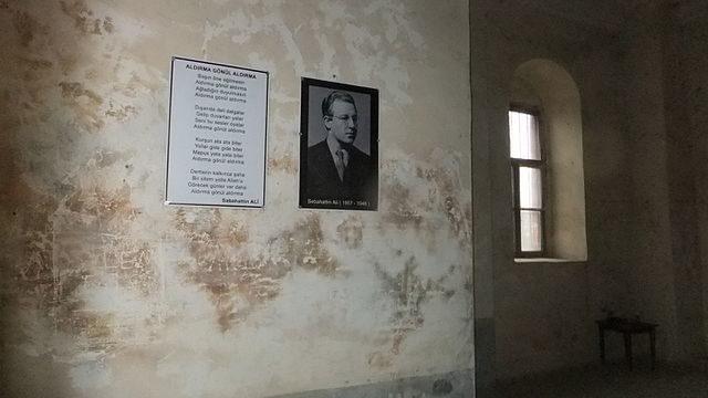 Sabahattin Ali's poemAldırma Gönül (Never Mind Heart), written 1933 in the prison portrays prison life. Author: Basak – CC BY-SA 4.0