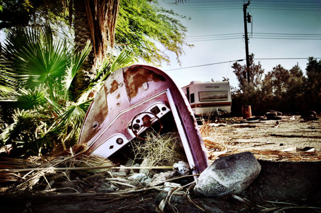 An abandoned boat stuck in the ground, close to the west coast marina of the Salton Sea. – Author: Gentle – CC BY-SA 3.0
