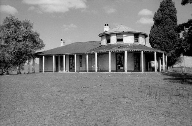 Bungarribee Homestead and the Italian Cypress/ Author:Barry Wollaston